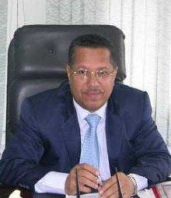 Almotamar Net - Assistant secretary General of the ruling General People's Congress party GPC in Yemen Dr Ahmed Ubeid Bin Daghr says recognition of the so-called the southern issue  and identity is considered a complete coup against the unity, people and history. He has warned the southern and eastern governorates of Yemen against falling the trap of the gray vocabularies which is the same trap that leads to the trap of supporting sabotage acts and insurgency in northern governorates, calling in this regard the politicians and national forces to the necessity of putting dividing lines between demanding for what is right and the call for secession.